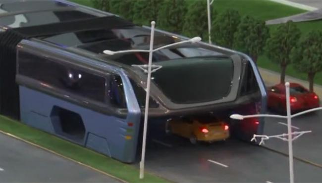 China's Electric Straddle Bus Lets Cars Drive Underneath Them 9