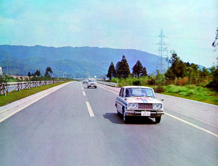 Three RT40s on Meishin Expressway- 1964