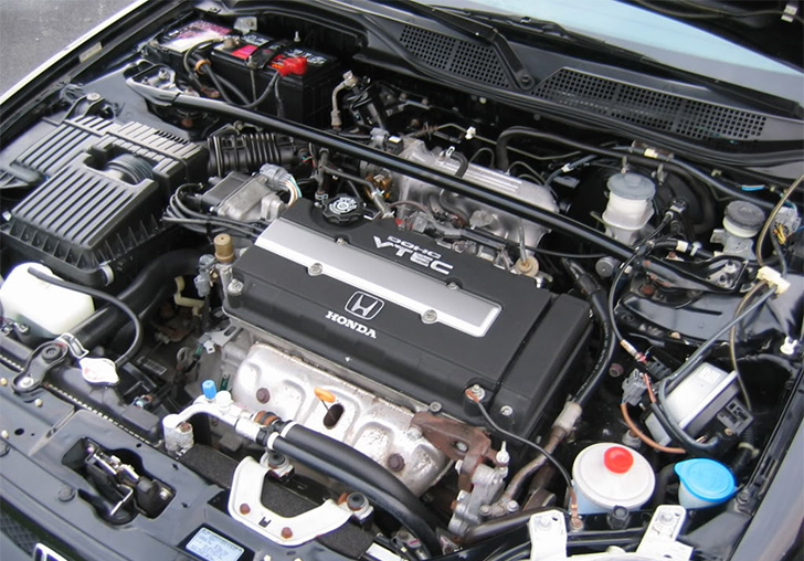 car-photo-2000-honda-civic-si-engine-bay-close-up-flamenco-black-pearl