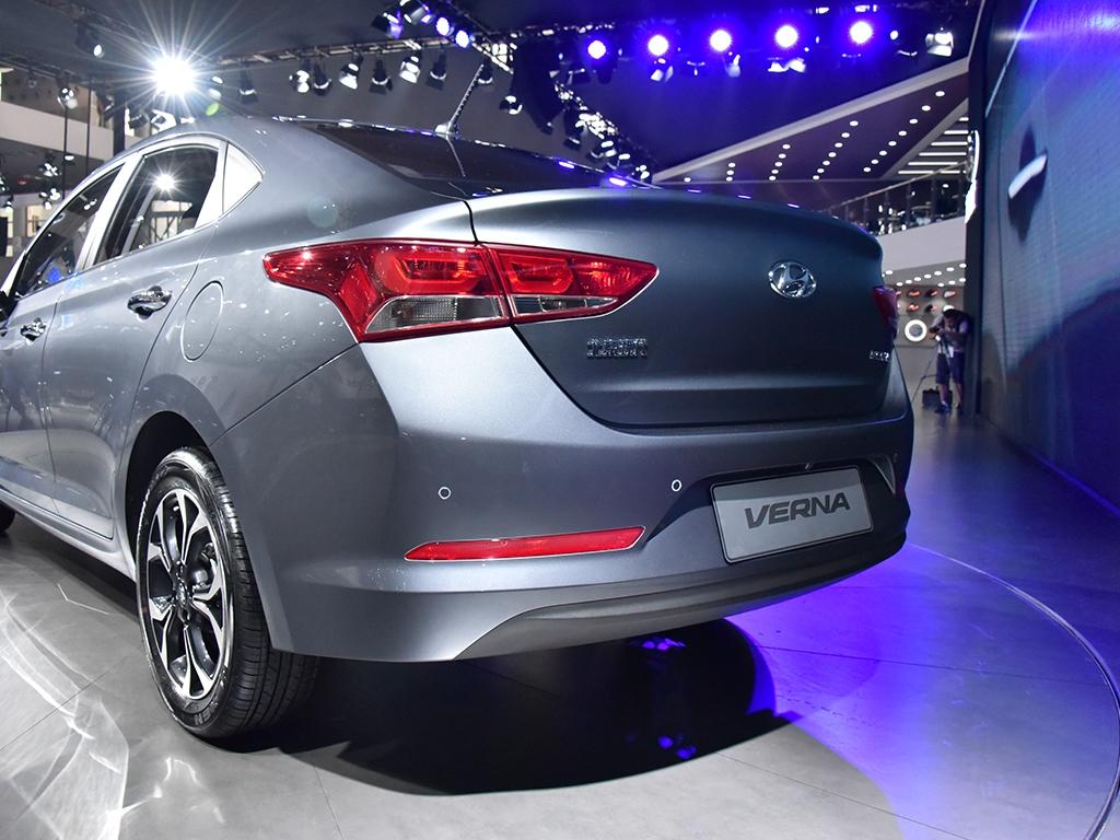 2017-Hyundai-Verna-rear-three-quarter-makes-world-premiere