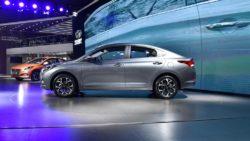 2017-Hyundai-Verna-side-makes-world-premiere