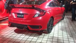Honda Civic Si Prototype rear three quarters at 2016 LA Auto Show 1024x768