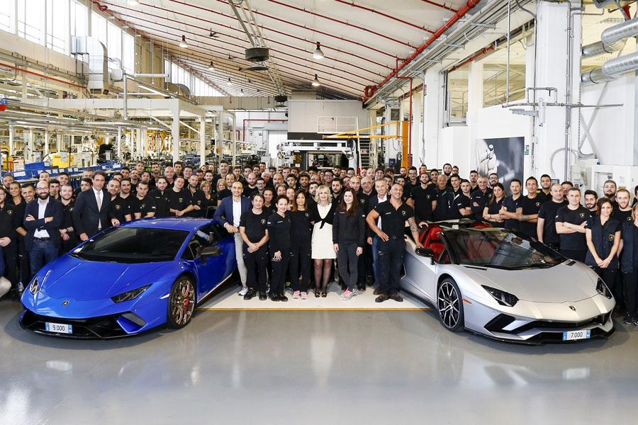 Lamborghini Produces 7,000th Aventador and 9,000th Huracan 10