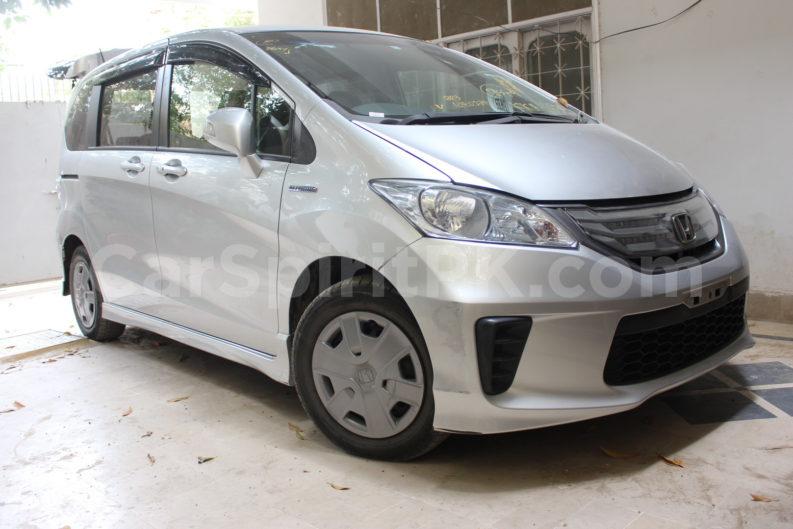 Review: 2012 Honda Freed G (JDM) 11