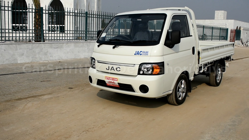 DLG Reviews: The JAC X200 Loader 1