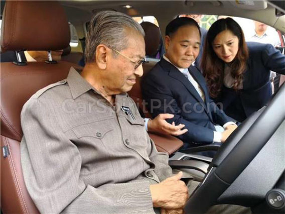 Malaysian Prime Minister Dr. Mahatir Mohammad Impressed with Geely Boyue 10