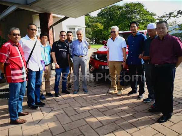 Malaysian Prime Minister Dr. Mahatir Mohammad Impressed with Geely Boyue 7