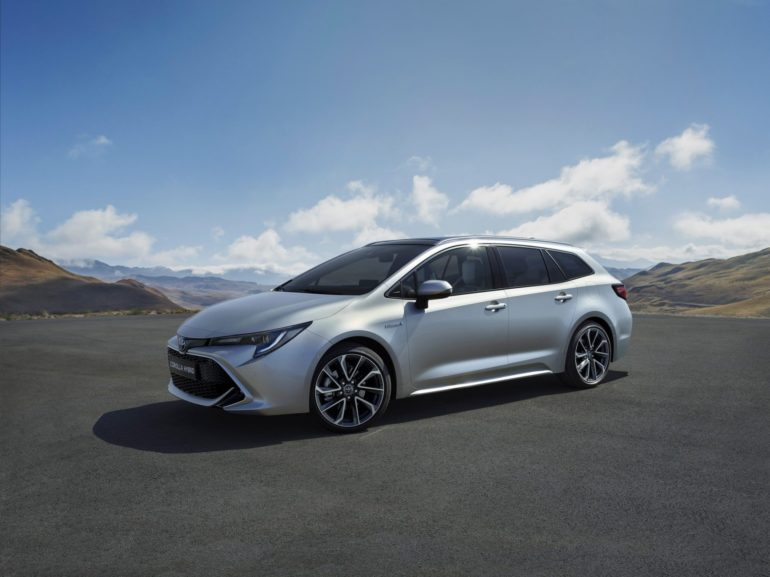 New Toyota Corolla Debuts With Two Flavors at Paris Motor Show 14