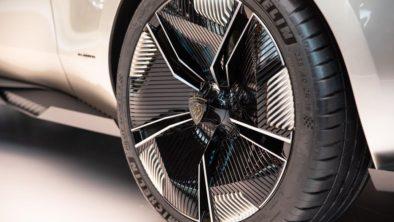 Retro-Styled Peugeot E-Legend Debuts at Paris Motor Show 18