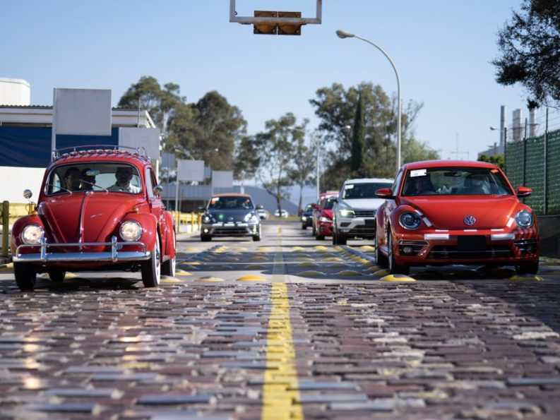 Volkswagen Restores 1966 Beetle for Its Original Owner Free of Cost 20
