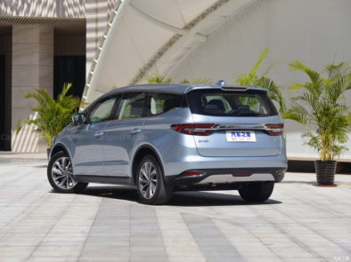 Geely Unveils Its First MPV- JiaJi in China 8