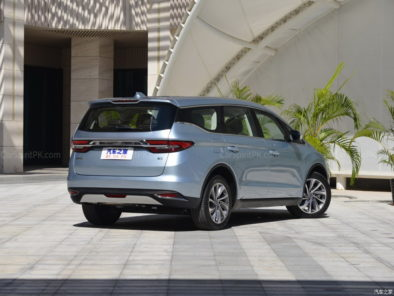 Geely Unveils Its First MPV- JiaJi in China 10
