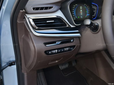 Geely Unveils Its First MPV- JiaJi in China 15
