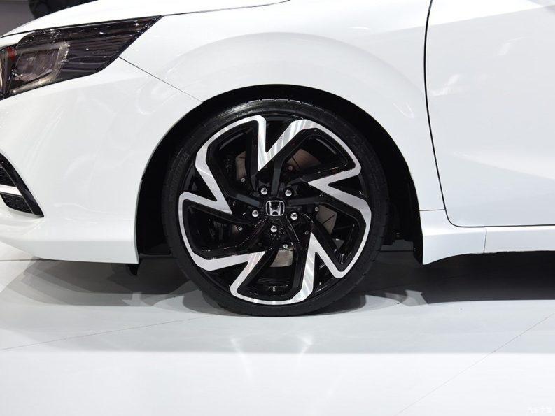 Honda Envix- Bigger than Civic, Smaller than City 10