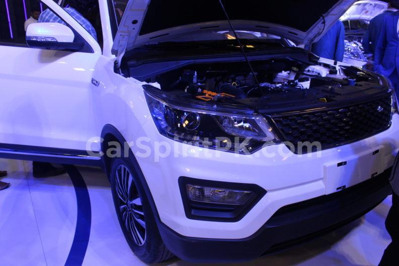 Changan Displays the CX70 SUV and A800 MPV at PAPS 2019 1