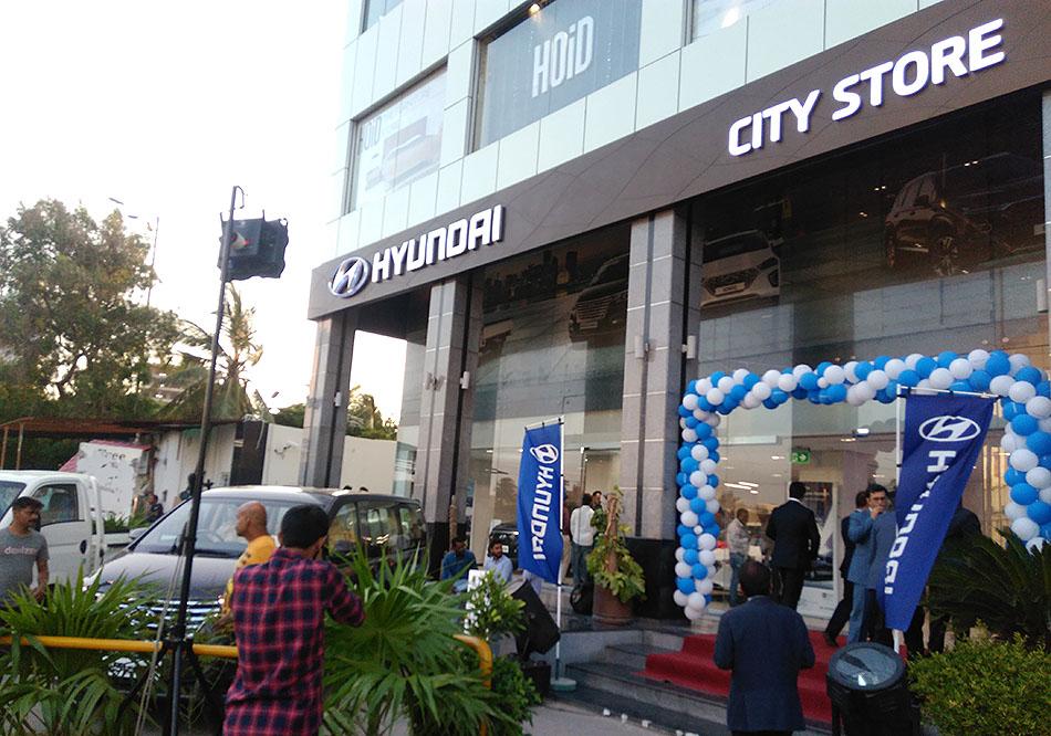 Hyundai Unveils Ioniq Hybrid- Digital Showroom Inaugurated in Karachi 14