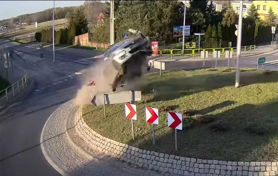 Suzuki Swift Goes Airborne in Poland 1