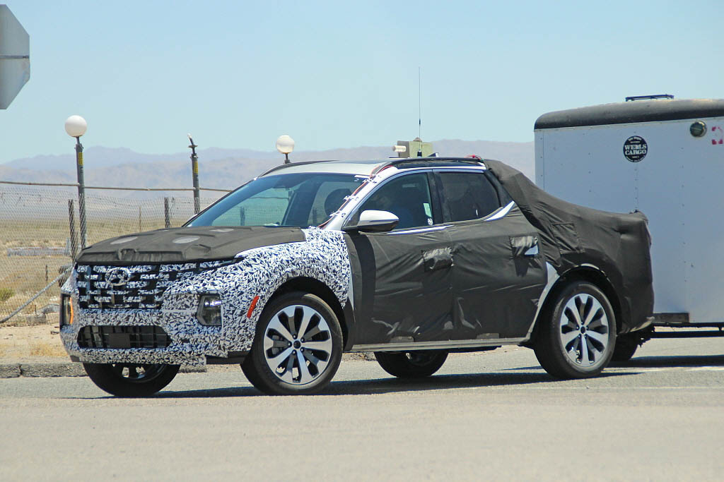 Latest Spy Shots Shows Hyundai Santa Cruz Practicality 1