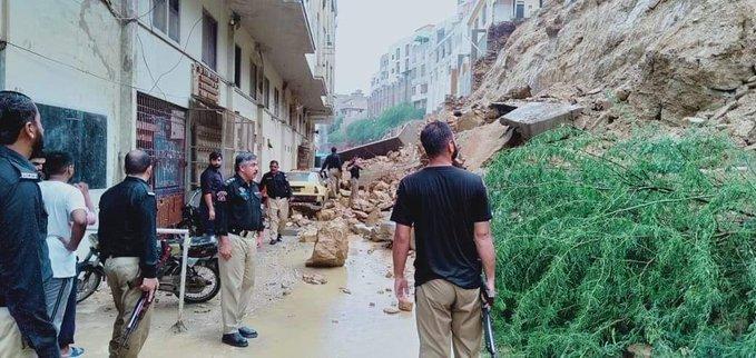 Multiple Vehicles Damaged due to Landslide in Karachi 2