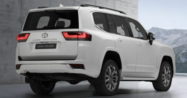 All New Toyota Land Cruiser 300 Debuts 8