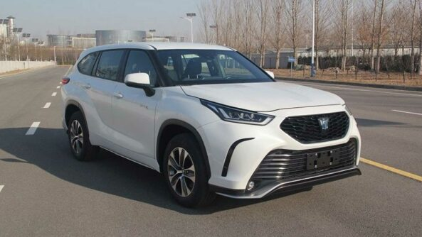 Toyota Crown to Relive as Large SUV 5
