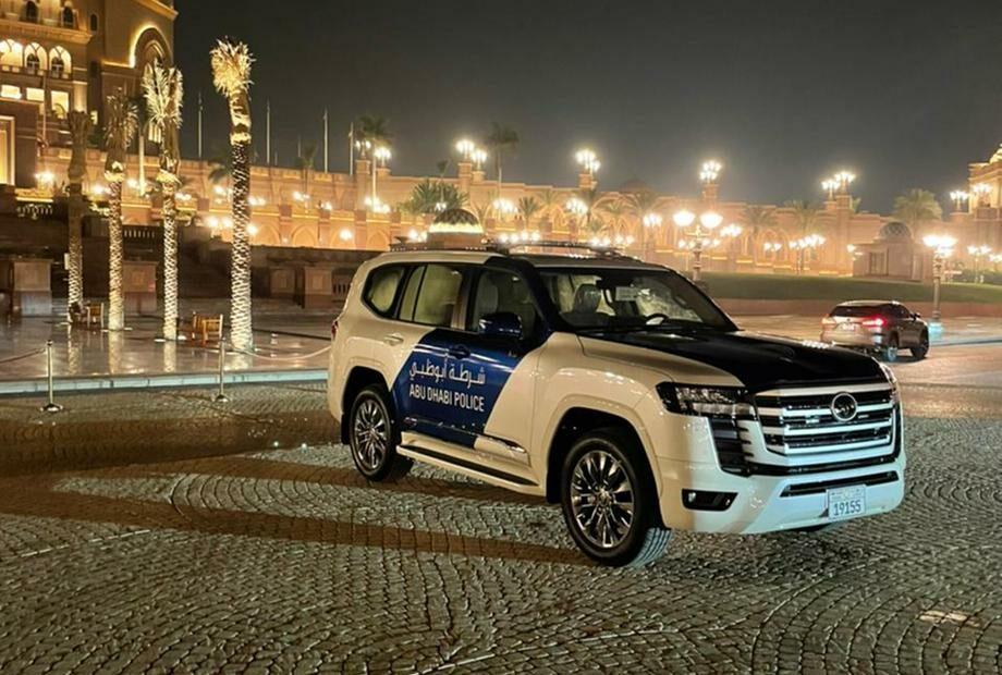 Al Futtaim Toyota Celebrates with first 50 UAE customers of the All New Land Cruiser 5