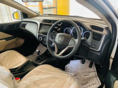 Honda City with an Amaze Engine But 60% More Expensive 3