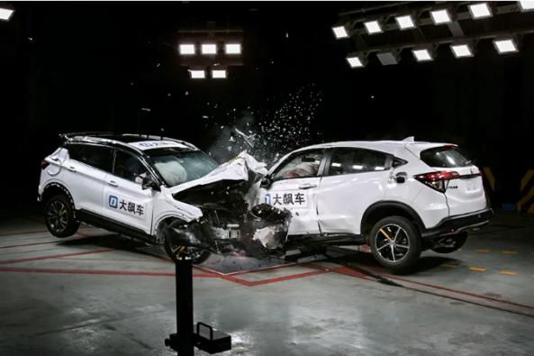 Honda HR-V (Vezel) vs Geely BinYue Crash Test 11